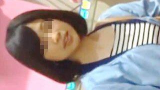 【盗撮動画】今夜のおかずに選ばれた健康的な女の子のミニスカにスマホぶち込んでシコネタGET♪