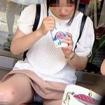 【盗撮動画】酷暑の街角でアイスパンチラ晒してオジサンたちの体感温度を上昇させてる罪な女の子♪