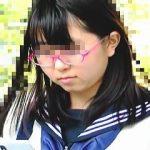 【盗撮】眼鏡セーラー女子校生に忍び寄る痴漢魔の手が・・・生チ〇ポで中出しされてますた♪