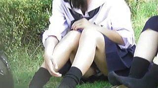 【盗撮】青春真っただ中の女子学生たちが野外に出ると必ずパンチラがセットになってる件♪