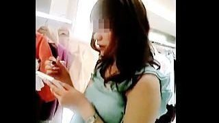 【盗撮】このキレイな店員さんが実はドスケベ女だということがパンチラ逆さ撮りでバレた件♪
