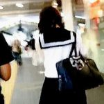 【盗撮動画】大人びたルックスにセーラー服という公開風俗チックな女子校生のエロ過ぎるパンチラ♪