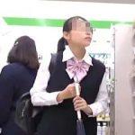 【盗撮動画】コンビニは女子校生たちのパンチラターゲットの選定場所として最高のロケーション♪