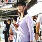 【盗撮】駅のホームでターゲットを吟味してからエスカレーターでパンチラスカメク撮り♪