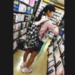 【盗撮】コレはアカンヤツ!明らかにJSっぽい女の子にぶっ掛けダッシュしてる変態撮り師♪