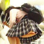 【盗撮動画】ピッタリマークされてエッチなピンクパンチラ撮られまくってるJKらしき女の子♪