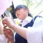 【盗撮動画】街中で立ち食いしてる女子校生たちを逆さ撮りしてフレッシュなパンチラ拝見♪
