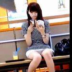 【盗撮動画】ベンチで読書しながら爽やかエロの眩しい▽パンチラを魅せてくれてる女子大生♪