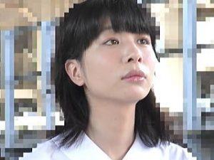 【盗撮】美白美肌で学級委員タイプの女子校生が痴漢の肉棒で無慈悲に中出しレイプされてた♪
