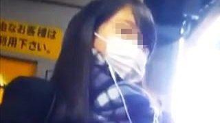 【盗撮】寒い季節の朝に電車で痴漢の手淫でアナルくぱぁされてるマスク姿の女子校生♪