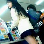 【盗撮】限界極短ミニスカートで無邪気にパンチラ撒き散らしてる破廉恥過ぎる女子校生♪
