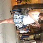 【盗撮動画】美味しそうな生脚晒してショッピングを楽しんでるミニスカ女子を追跡パンチラ撮り♪