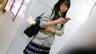 【盗撮】どこにでもいそうな女子校生のパンチラだからこそ見たい撮りたいシコりたい撮り師♪