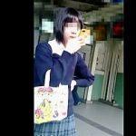 【盗撮動画】JKになりたてっぽい女子校生たちの少女チックなパンチラは最高のご馳走ですな♪