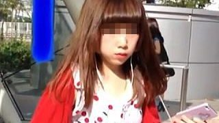 【盗撮動画】お人形さんのようなド派手なワンピギャルに目を付けてパンチラスカメク撮り♪