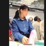 【盗撮動画】清純そうな女の子たちばかりが集まってる文具店で清純パンチラを追跡撮り♪