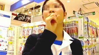 【盗撮動画】サプリよりも効果覿面!D〇Cの生真面目そうな店員さんのTバックパンチラ♪