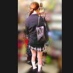 【盗撮動画】女子校生のパンチラを一目見ただけで痴漢の可否がわかる触り師の呆れた手口♪