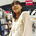 【盗撮動画】レンタル店で見かけた女子にフェイクで声掛けてから清純なパンチラを撮りまくり♪