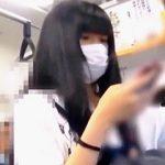 【盗撮動画】電車内で痴漢にデニムパンツの隙間からしつこく手姦された黒髪マスク女子♪