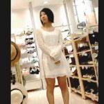 【盗撮動画】洋服に合わせて美尻が透けて見えるスケベなパンティ穿いてる店員さんのパンチラ♪
