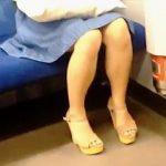 【盗撮動画】終電で居眠りしてる泥酔女子におっぱいタッチに強制胸チラしてる呆れた撮り師♪