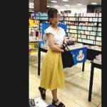 【盗撮動画】ひざ丈スカート穿いた低身長のお嬢さんのパンチラはじっくり拝む価値アリ♪