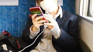 【盗撮動画】電車のボックス席で援交目的なのかパンチラで煽ってきやがるけしからん女子校生♪