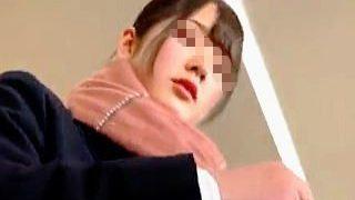 【盗撮動画】ひだひだの制服ミニスカ穿いた女子校生の清純パンチラはオジサンたちの主食です♪