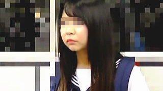 【盗撮動画】電車内で痴漢にパンティ引き裂かれて手マンで逝かされてる哀れな女子校生たち♪