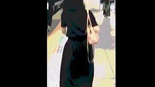 【盗撮動画】ハイエナの如く群がる痴漢たちの手マンを迎え入れているロングスカートの痴女子♪