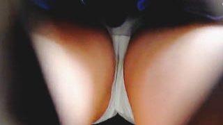 【盗撮動画】「私のパンチラで一滴残らず抜き切って!」と言ってるような美少女&女子校生♪