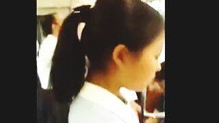 【盗撮動画】ガチな女子学生のリアルな生パンチラ逆さ撮りして一日の活力にしてるリーマン♪