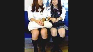 【盗撮動画】電車で見かけたギャル系女子校生たちの気になる▽ゾーンをじっくりウォッチ♪