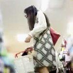 【盗撮動画】ごく普通に見える女性に限って裏の顔はスケベってのはパンチラ観れば一目瞭然♪