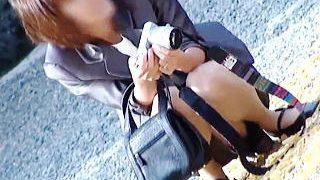 【盗撮動画】可愛い我が子の記念日に普段は着ないスーツパンチラ撮られたヤンママさん♪