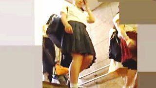 【盗撮動画】パンチラNGをアピールしてる健康的な女子校生の禁断の下半身は見応え十分♪