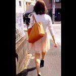 【盗撮動画】目を細めてよーく見てみると街中には透けブラに透けパン女子が溢れてる件♪
