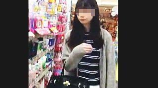 【盗撮動画】この手の女子がどんなパンティ穿いてるのか気になって見てみたらスゲー光景が♪
