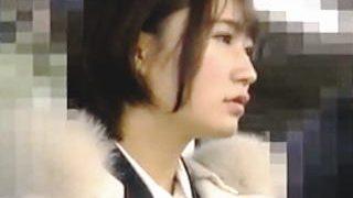 【盗撮動画】電車で痴漢に手マンで逝かされトイレでじっくり中出しレイプされた新人OL♪