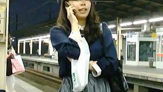 【盗撮動画】カメラに気付かないふりしてる女子たちはパンチラターゲットを楽しんでる件♪