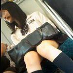 【盗撮動画】電車内で可愛い女子校生の美脚を念入りに撮ってから大本命のパンチラ逆さ撮り♪
