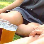 【盗撮動画】イベント開催中の公園で一杯やってるムチムチ女子の気になる▼ゾーン♪