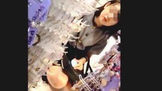 【盗撮動画】JK一歩手前…つまりJC?女の子御用達のショップには無垢なパンチラ花盛り♪