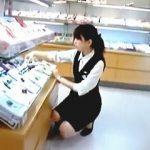 【盗撮動画】パンストのクロッチガードも艶めかしい制服店員さんの清純な純白パンティ♪