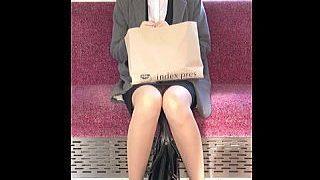 【盗撮動画】電車でウトウトしてるお疲れモードのOLさんはパンチラ観られて本望な件♪