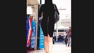 【盗撮動画】いつでも野外セックス可能なファスナー付きのスカート穿いた美尻女子を追跡撮り♪