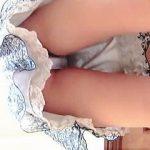 【盗撮動画】ジュエリーショップで商品に見入ってる女子の宝石以上に眩しい生パンチラ♪