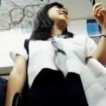 【盗撮動画】スカーフの色でK3ということがバレバレの女子校生を何度もパンチラ逆さ撮り♪