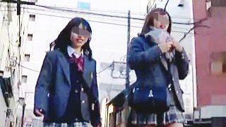 【盗撮動画】JKパンチラシコシコチャレンジ開催中?街中や電車で魅せる猥褻な女子校生たち♪